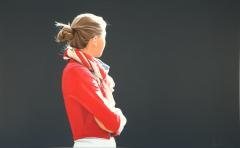 Sabine Liebchen, Alisa in roter Jacke